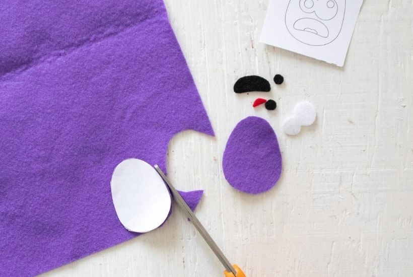 Ready for some ghoulish fun this Halloween? These easy DIY Monster Felt Pencil Toppers are a fun Halloween craft for kids of all ages. Whip out those craft supplies. These DIY Pencil Toppers are great to make for school.